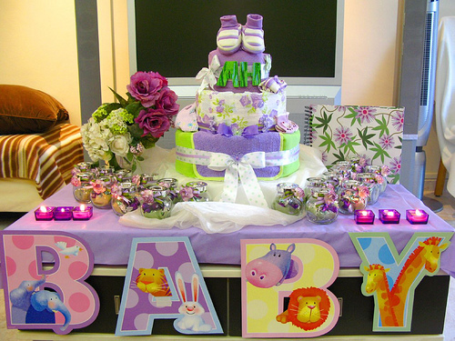 baby shower tips etiquette diaper cake