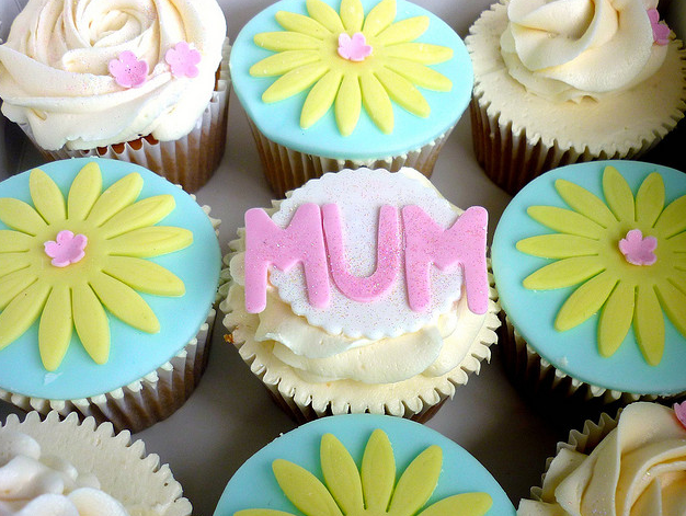 Mothers Day Cupcakes by by StarBakery @ Flickr