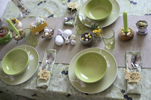 Easter Table Decorations from issuu.com/anastasiaelena/docs/easter2012/1